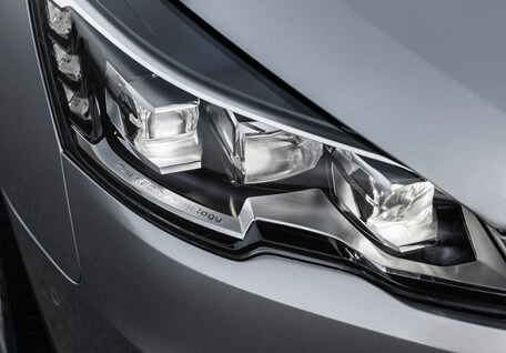 Peugeot adaptive headlights